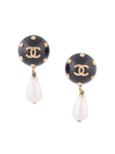 Chanel Pre-Owned 1996 CC pearl-embellished earring