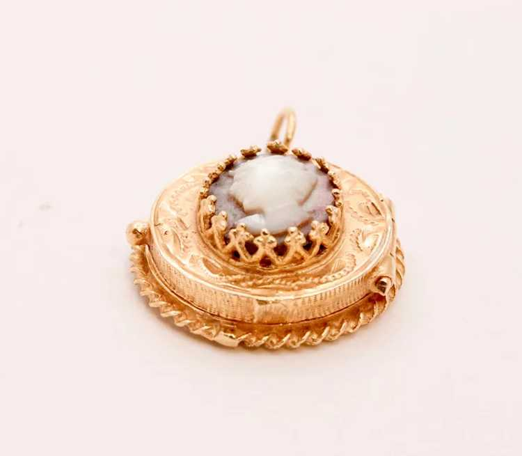 Beautiful Vintage Mother Of Pearl 14K Yellow Gold… - image 4