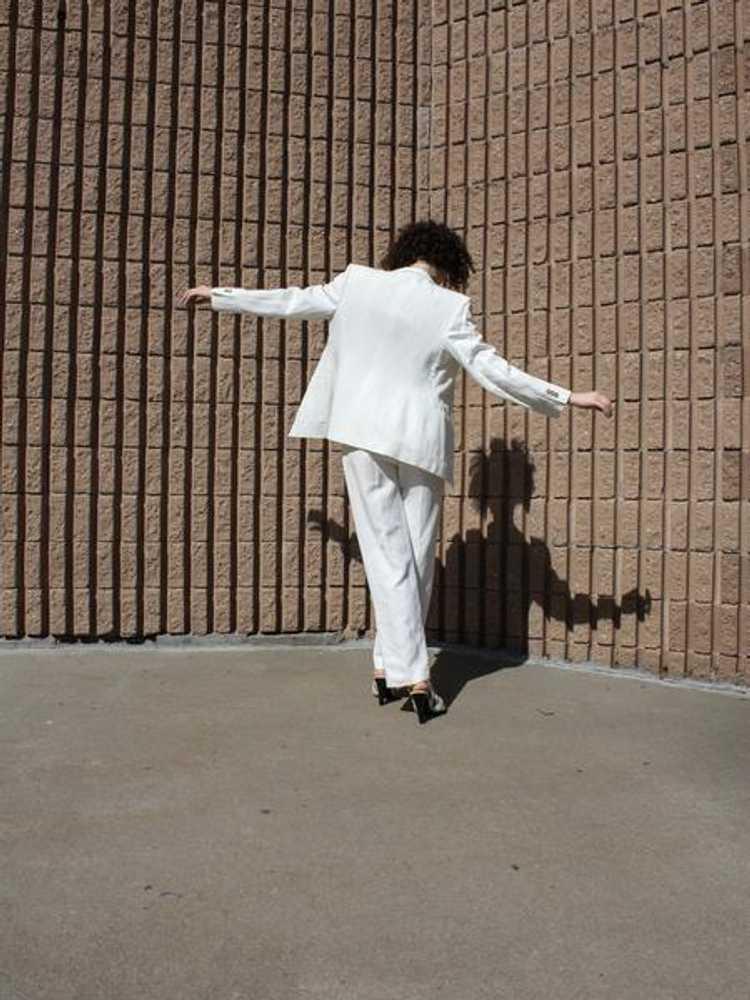 Louis Féraud Scalloped Linen Suit - image 2