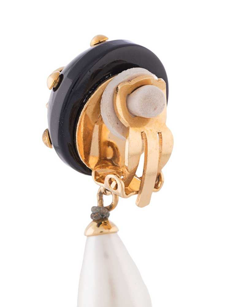 Chanel Pre-Owned 1996 CC pearl-embellished earrin… - image 4
