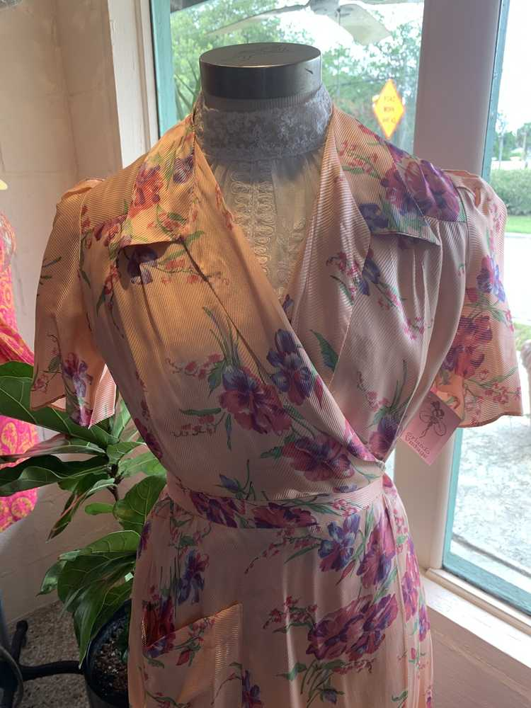1940's Floral Pink Robe - image 3