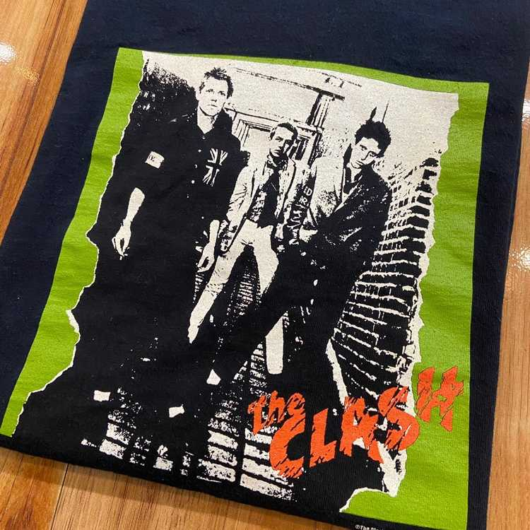 Band Tees × Vintage 2003 The Clash Group Photo Ba… - image 2