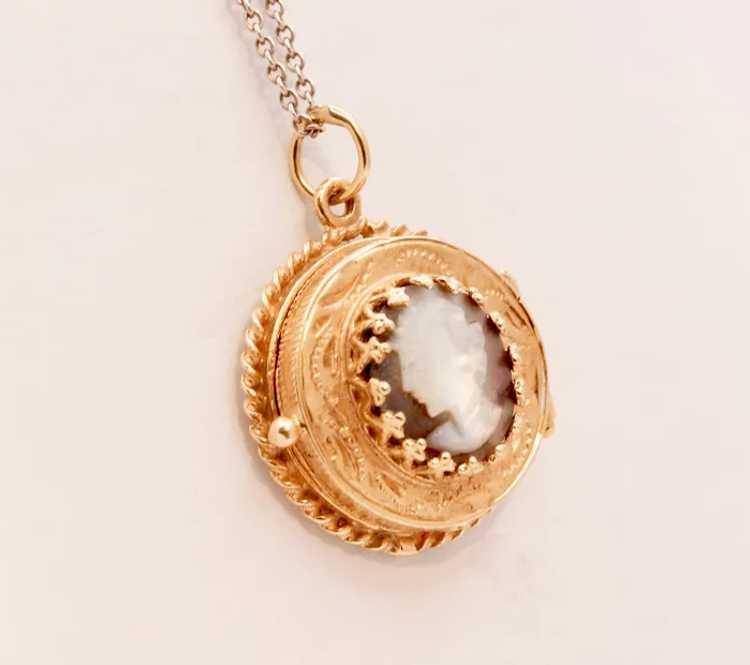 Beautiful Vintage Mother Of Pearl 14K Yellow Gold… - image 3