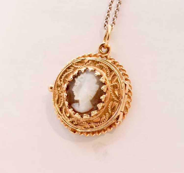 Beautiful Vintage Mother Of Pearl 14K Yellow Gold… - image 2
