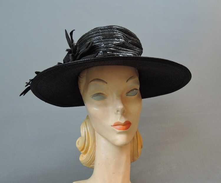 Vintage Wide Brim Hat, 1940s Straw & Shiny Vinyl,… - image 4
