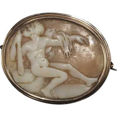 Antique Shell Cameo Brooch in Gold Bezel Depicting
