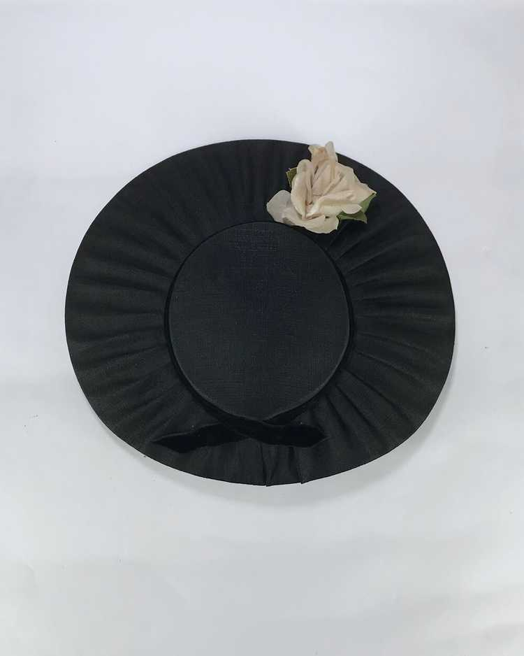 1940s/50s Black Platter Hat with Flowers - image 3