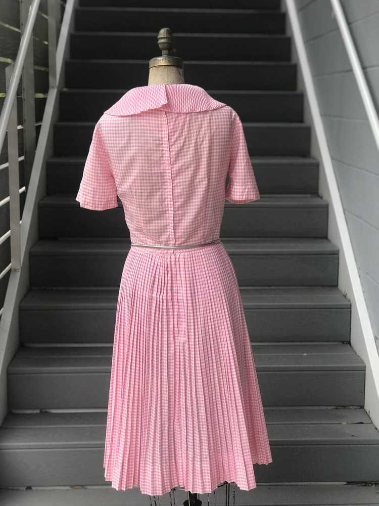 1960s Pink Pleated Collar Gingham Day Dress - image 10