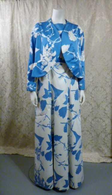Vintage 1980's Arnold Scaasi Blue & White Floral E