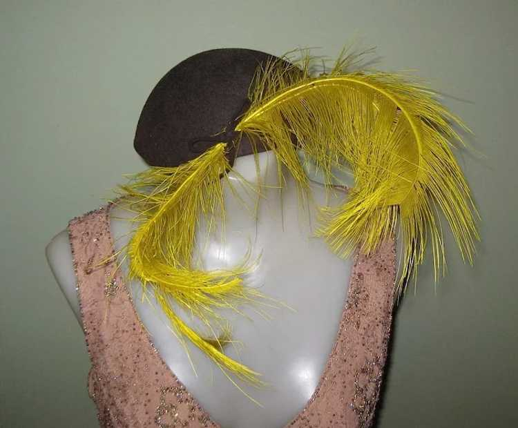 1920's Skull Cap / Hat Ostrich Feather Fascinator - image 4