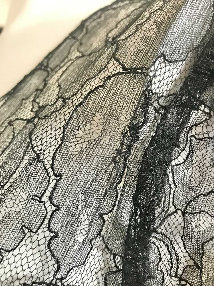 1930's Black Lace Gown with 3 Dimensional Velvet … - image 10
