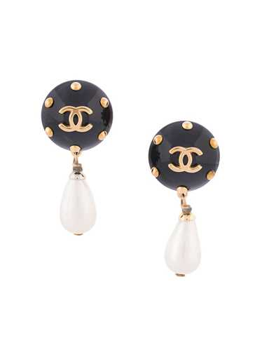 Chanel Pre-Owned 1996 CC pearl-embellished earrin… - image 1