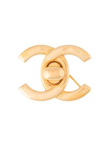 Chanel Pre-Owned 1996 CC turn-lock brooch - GOLD