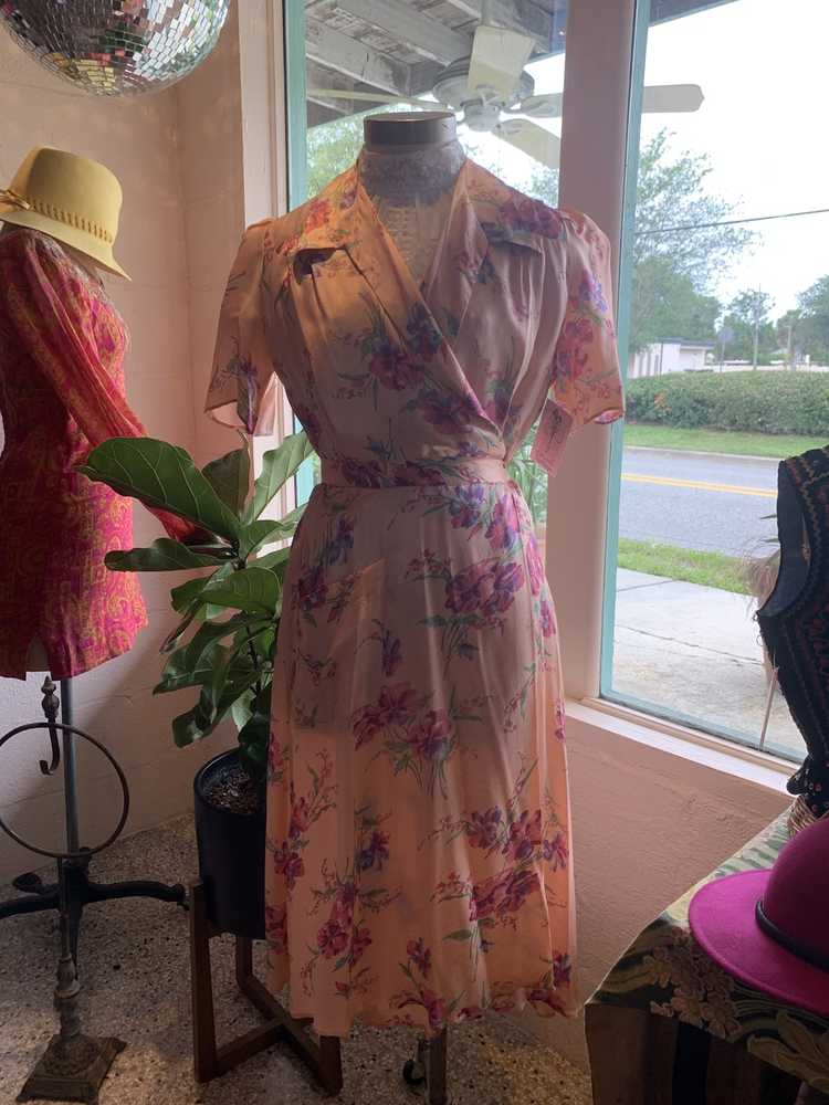 1940's Floral Pink Robe - image 2