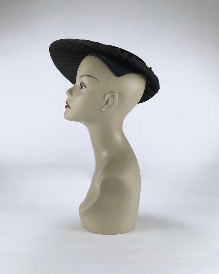 1940s/50s Black Platter Hat with Flowers - image 5