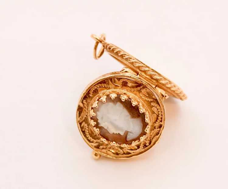 Beautiful Vintage Mother Of Pearl 14K Yellow Gold… - image 5