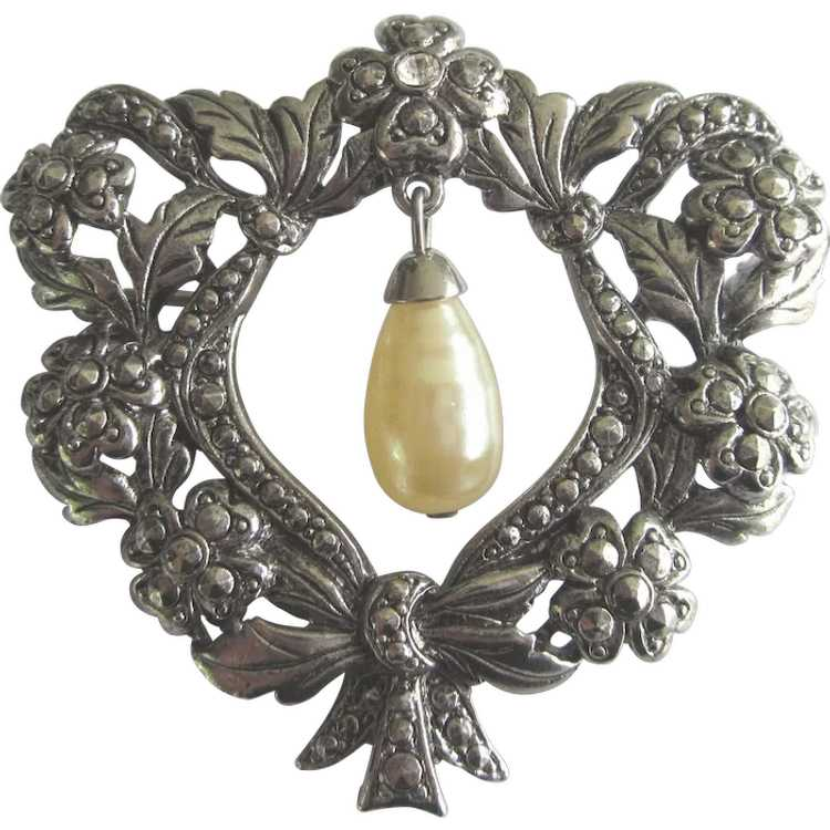 Romantic Vintage Ornate Heart Brooch With Faux Pe… - image 1