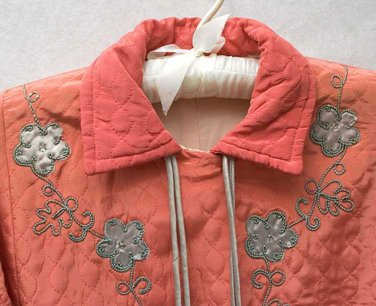 Quilted silk boudoir jacket, 1930s - image 2