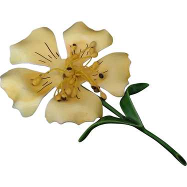 Buttery Yellow Enamel Flower Pin with Movable Cent
