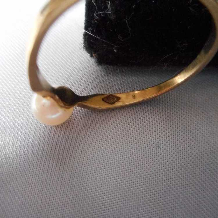 Vintage Dainty Gold and Pearl Ring - image 3