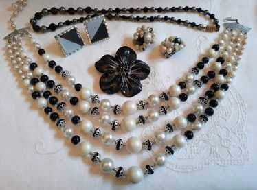 Black & White Lot - 1950s-60s, 2 x necklaces, 2 x