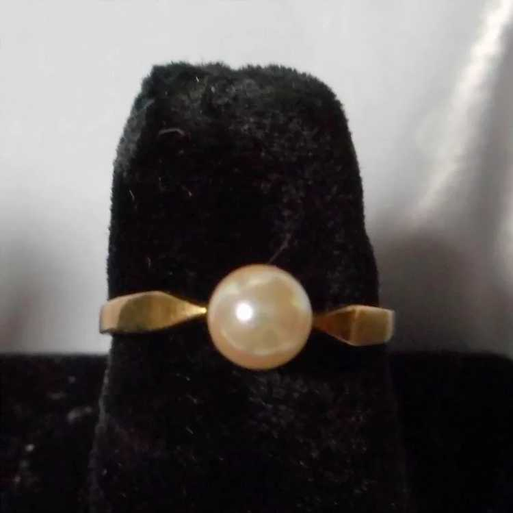 Vintage Dainty Gold and Pearl Ring - image 2